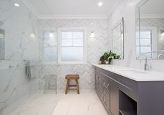hamptons bathroom Discover the exquisite allure of a Hamptons-style home Hamptons Style Decor, Hamptons House, The Hamptons, Grey Marble Bathroom, Grey Bathrooms, Bathroom Styling, Bathroom Interior Design, Hampton Style Bathrooms, Pool House Designs