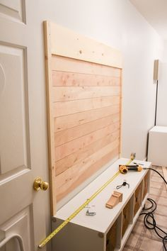 DIY Shiplap Hall Tree with Bench Bricolaje Shiplap Hall Tree Handwerk nach Hause Diy Storage Bench, Diy Bench, Shoe Storage, Hall Bench With Storage, Hallway Storage, Home Remodeling, Bathroom Remodeling, Home Projects, Decoration