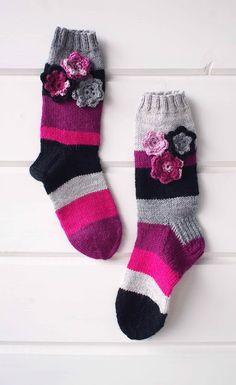 "Liljan Lumo: ""Eriparia-samaaparia""  -villasukat Wool Socks, Knitting Ideas, Patterns, Fashion, Block Prints, Moda, Woolen Socks, Fashion Styles, Fashion Illustrations"
