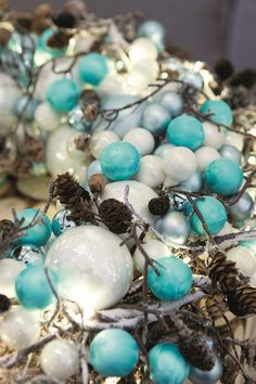 Kersttrend / Christmas trend 2014: whites and blues. I absolutely love turquoise for this winter!! ♥♥♥ Foto door: Kaemink