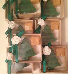 Çam ağaç ve hediye paketi