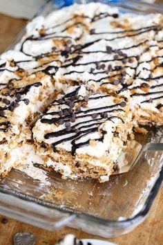 No Bake Chips Ahoy! Icebox Cake (4 Ingredients)