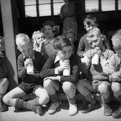 Why every child was forced to drink milk every single day at school, as well as why this scheme ended in School Boy, Primary School, Uk History, African History, Thing 1, Kids Growing Up, Vintage School, The Old Days, Teenage Years