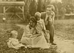 Outdoor portrait of a Hungarian family. Ca 1910.