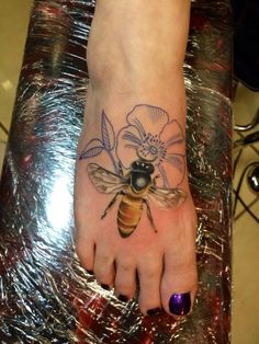 honey bee tattoo: work of Michigan tattooist Susannah Griggs