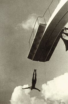 Piece by Alexander Rodchenko Graphic Design and Photographer, pioneer of Russian Constructivism Alexander Rodchenko, Photomontage, Typo Vintage, Street Photography, Art Photography, Russian Constructivism, Moholy Nagy, Modernisme, Diving Board