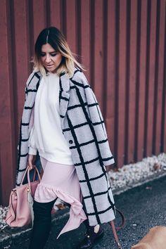 So stylt man die Modefarbe Rosa erwachsen und stilsicher! Heute dreht sich auf meinem Modeblog alles darum, wie gut man die Modefarbe Rosa kombinieren kann!