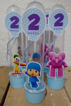Tubete 3D Personagens Pocoyo 13 cm, tampa azul Tag em 3D, impressa em papel brilho 230gr, barbante fino que vai do balão até a mão do personagem. **Embalagem vazia