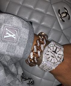 Image about luxury in bling bling bitches✨💎 by Mursal Boujee Aesthetic, Bad Girl Aesthetic, Bijoux Louis Vuitton, Cute Jewelry, Jewelry Accessories, Gold Jewelry, Jewelry Rings, Women Accessories, Fille Gangsta