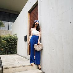 Girl Beach Pictures, Thai Fashion, Kpop Fashion Outfits, Beach Girls, Trouser Pants, Duster Coat, Street Style, Poses, Celebrities