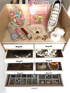 あなた Diy And Crafts, Organization, Holiday Decor, Yukari, Home Decor, Bedroom Inspiration, Organize, Health, Fitness