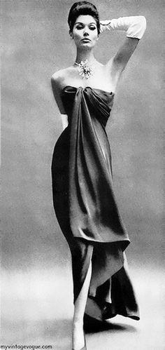 Simone D'Aillencourt wearing Balenciaga in Harper's Bazaar, Nov 1960.