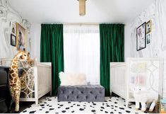Long Curtains, Pleated Curtains, Velvet Curtains, Decoration Bedroom, Bedroom Green, Custom Curtains, Green Accents, Green Velvet, Interiores Design