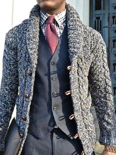 Gentlemen: stylish looks for chunky knit sweaters How To Wear Cardigan, Dress Shirt And Tie, Suit And Tie, Fashion Moda, Look Fashion, Winter Fashion, Suit Fashion, Sporty Fashion, Cardigan Fashion