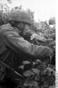 Fallschirmjäger looking at the enemy after the normandy landings
