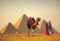http://www.egypt.aviotravel.eu/ Египетските пирамиди  Екскурзията включва посещение на едно от най-забележителните чудеса на света – Египетските пирамиди, които пленяват с величието и мистериозността си. От площадката в Гиза ще се насладите на откриващата се гледка към мегаполиса Кайро. Няма да пропуснете и срещата с внушителната статуя на Сфинкса, а по-късно ще посетите и Исторически музей в Кайро, който съхранява множество скъпоценни експонати от ерата на древната египетска цивилизация.