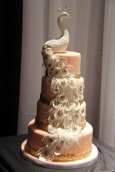 Weddbook is a content discovery engine mostly specialized on wedding concept. You can collect images, videos or articles you discovered  organize them, add your own ideas to your collections and share with other people - peacock wedding cake. Das ist genial #Gold #Stufe #blass