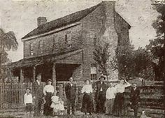 The Surrency Haunting: The Surrency family and house. In the early a Georgia family was at the center of a whirlwind of bizarre and sometimes violet poltergeist activity Creepy Stories, Ghost Stories, True Stories, Spooky Places, Haunted Places, Abandoned Places, Abandoned Buildings, Ghost Hauntings, Georgie