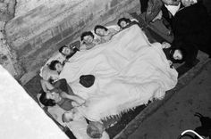 Members of the O'Rourke family sleeping in an air raid shelter under the railway arches in Bermondsey, London during November Underground Tube, London Underground, London Bombings, Great Yarmouth, London History, The Blitz, Air Raid, War Photography, Battle Of Britain
