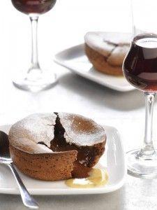 Warm chocoladetaartje met witte limoenchocolade recept - Taart - Eten Gerechten - Recepten Vandaag