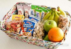 Tips for after school snacks made simple. From snacks on the go to study break snacks, get ideas on making snack time easy for everyone. Diet Snacks, Yummy Snacks, Healthy Snacks, Date Smoothie, Healthy Afternoon Snacks, Good Smoothies, After School Snacks, School Lunch, Snacks For Work