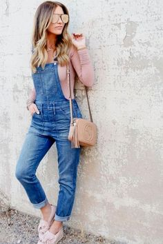 woman in blue denim overall pants and pink long-sleeved shirt learning on wall. Denim Overalls Outfit, Denim Outfits, Casual Outfits, Fashion Outfits, Dungarees, Overalls Women, Zerschnittene Shirts, Cut Up Shirts, Long Shirt Outfits