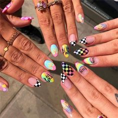 Semi-permanent varnish, false nails, patches: which manicure to choose? - My Nails Summer Acrylic Nails, Best Acrylic Nails, Acrylic Nail Designs, Summer Nails, Aycrlic Nails, Swag Nails, Hair And Nails, Halo Nails, Neon Nails