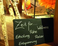 Nehmen sie eine Auszeit. Relax, Chalkboard Quotes, Art Quotes, Spa, Recovery, Time Out