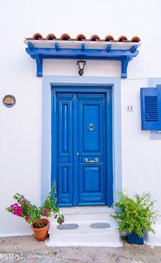 Skiathos, Greece (also in Door Design, House Design, Greek Decor, Cool Doors, Front Door Colors, Doorway, Windows And Doors, Architecture Details, Beautiful Homes