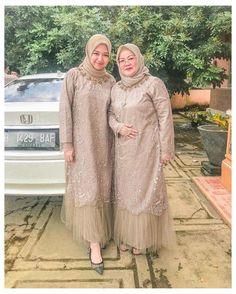 Dress Brokat Muslim, Dress Brokat Modern, Kebaya Muslim, Model Kebaya Brokat Modern, Muslim Dress, Modern Fashion Outfits, Hijab Fashion, Kebaya Simple, Kebaya Modern Hijab