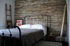 Green Style: Reclaimed Wood Wall
