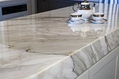 love marble! so so elegant and contemporary at the same time!