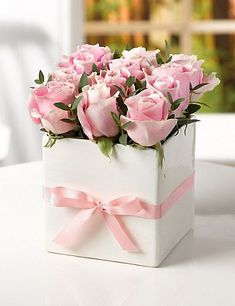 This is a bunch of 15 Pink Roses in a box. Pink roses signify elegance, gentility, and poetic romance, without the seriousness signified by red. Fresh Flowers, Pretty Flowers, Pink Flowers, Paper Flowers, Flowers For You, Deco Floral, Arte Floral, Rosen Box, Decoration Shabby
