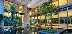 Zen Courtyard House - contemporary beach home in Singapore inspired by the traditional Japanese courtyard house