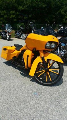 Great bagger with our customized black & yellow Hot Rod wheel. Sick paint…