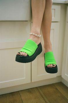 Platform Sandals Heels For Women Color Block Joanna Gaines, Cute Shoes, Me Too Shoes, 90s Shoes, Golf Shoes, Women's Shoes, Steve Madden Platform Sandals, 90s Platform Shoes, Fashion Shoes