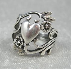 Art nouveau silver/not a big fan of heart jewelry but I love this Heart Jewelry, Jewelry Rings, Silver Jewelry, Vintage Jewelry, Jewelry Accessories, Silver Rings, Jewelry Design, Vintage Art, Heart Ring