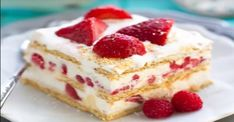 Don't fuss with the oven when you need a delicious dessert in a hurry. These no-bake icebox cake recipes are perfect for any occasion! Paleo Dessert, Vegan Desserts, Easy Desserts, Dessert Recipes, Icebox Cake Recipes, Cheesecake Recipes, Strawberry Icebox Cake, Biscuits Graham, Baked Strawberries