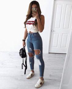 30 Jeans Tendance Qui Vont Vous Faire Craquer 30 Trendy Jeans That Will Make You Crack Teen Fashion Outfits, Mode Outfits, Stylish Outfits, Fashion Ideas, Jeans Fashion, Womens Fashion, Fashion Fashion, Fashion Spring, Fashion Clothes