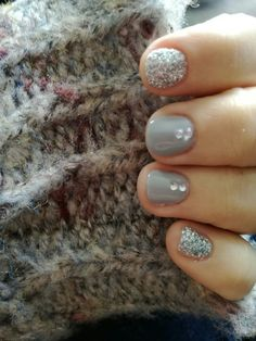 My nails.. Grey and strass ❤