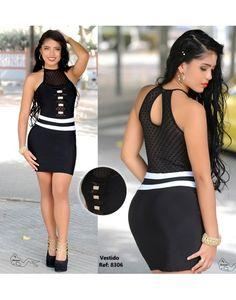 Vestido corto ajustado en negro y blanco con transparencias