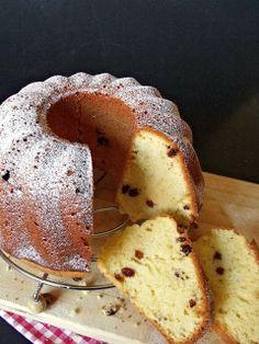 Kuglóf cake, a traditional Austro-Hungarian coffee party cake Hungarian Desserts, Hungarian Cake, Hungarian Recipes, Austro Hungarian, Raisin Cake, Cookie Recipes, Dessert Recipes, Bunt Cakes, Sweet Bread