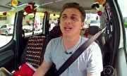 Caldeirão do Huck - 'Vou de táxi' de Natal presenteia passageiros em São Paulo   globo.tv