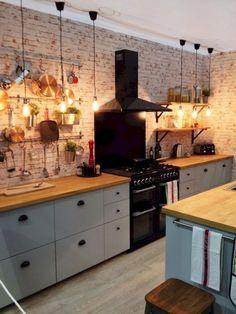 40 Farmhouse Kitchen Backsplash Ideas - Vivien News Kitchen Flooring, Kitchen Backsplash, Backsplash Ideas, Rustic Kitchen Design, Kitchen Decor, Small Kitchen Organization, Interior Desing, Kitchen On A Budget, Cuisines Design