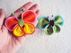 The Best Felt Paper Crafts for Beginners - Diyandart Hat Crafts, Crafts To Make, Sewing Crafts, Sewing Projects, Felt Flowers, Fabric Flowers, Felt Hair Clips, Barrettes, Butterfly Crafts