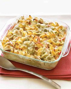 The 15 Best Recipes for Easy Make-Ahead Dinners - Tuna Noodle Casserole. Good old tuna noodle casserole fancied up as only Martha Stewart can do. Now you can indulge in comfort food and feel sophisticated at the same time. Tuna Noodle Casserole Recipe, Easy Casserole Recipes, Casserole Dishes, Chicken Casserole, Recettes Martha Stewart, Martha Stewart Recipes, Lebanese Recipes, Canned Tuna Recipes, Cooking Recipes