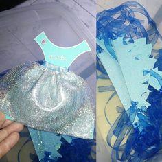 Invitaciones y coronas para fiesta de 4 años.    Tema: #frozen www.eventosmacala.com