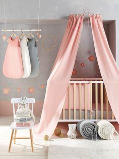 """Chambre bébé fille """"princesse"""" rose et grise  http://www.homelisty.com/chambre-bebe-fille/"""