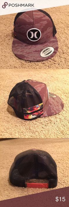 06d7fad6f8ef67 Hurley SnapBack Hat Hurley The Classics SnapBack. In great condition only  wore a couple times