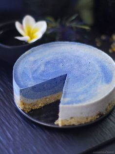 Blue Surf Cake (Raw, Naturally Coloured, and Free From: Dairy, Gluten and Grains, Added Oils, Refined Sugar)